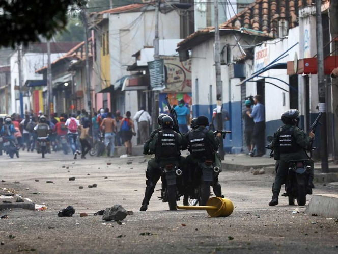 Máxima tensión en Venezuela por disputa de ayuda humanitaria