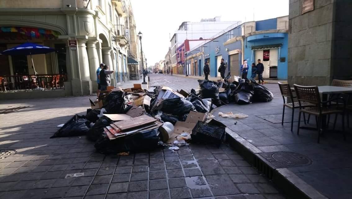 Cierran tiradero en Zaachila; amanecen calles repletas de basura