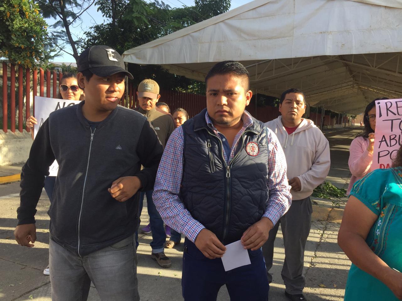 Rechazan decisión de Dante Montaño quien apoya instalación de ambulantaje en el CCCO