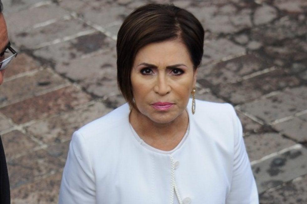 Rosario Robles continúa presa, fallo de magistrado no llegó