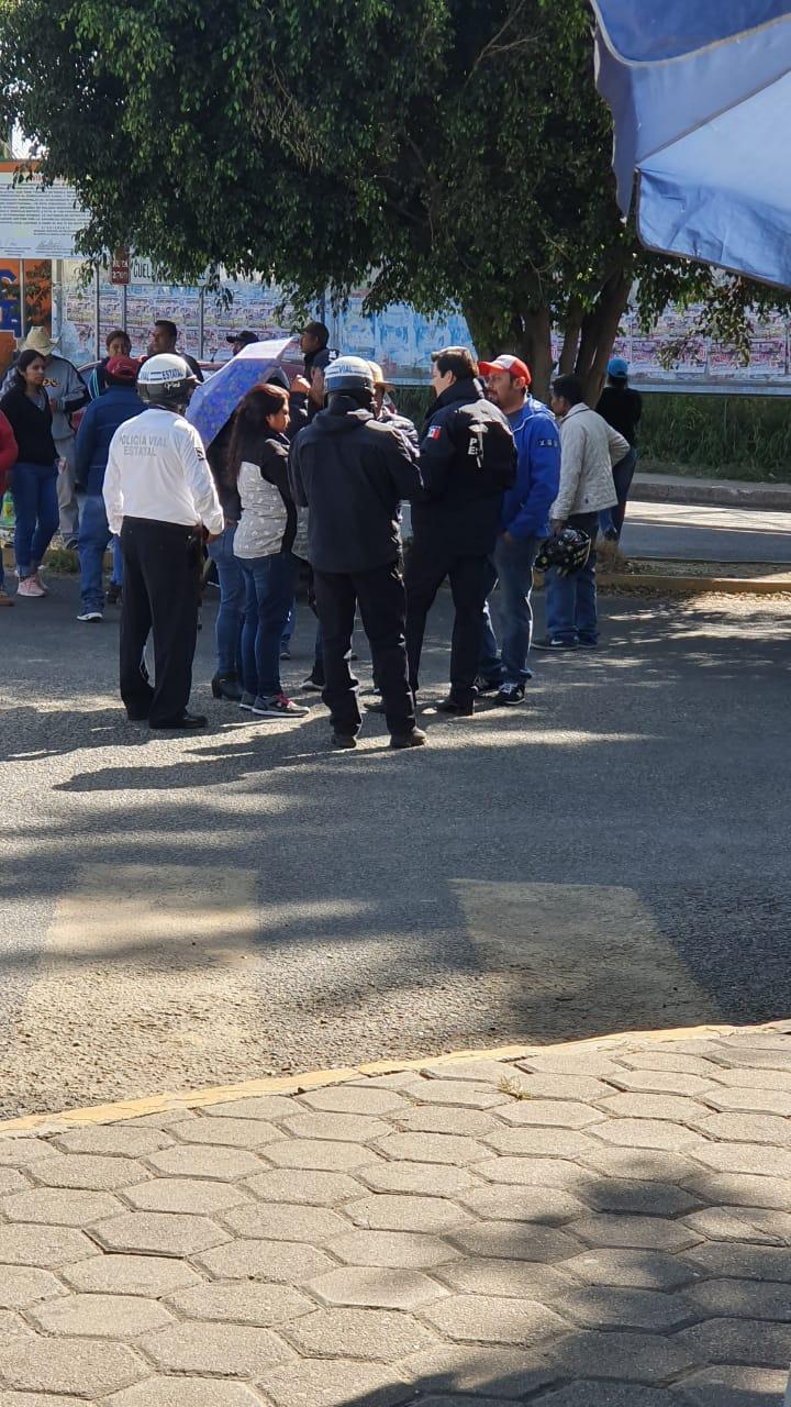 Abren pobladores de San Sebastián Tutla  acceso a la capital del estado de manera momentánea