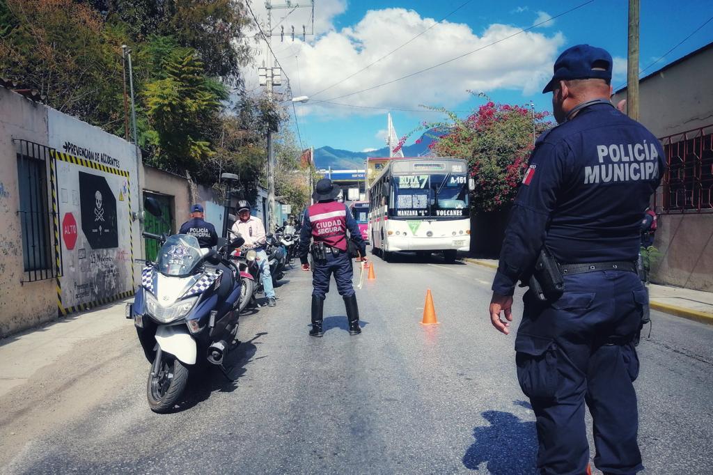 Incentiva el Ayuntamiento de Oaxaca de Juárez uso de casco entre motociclistas
