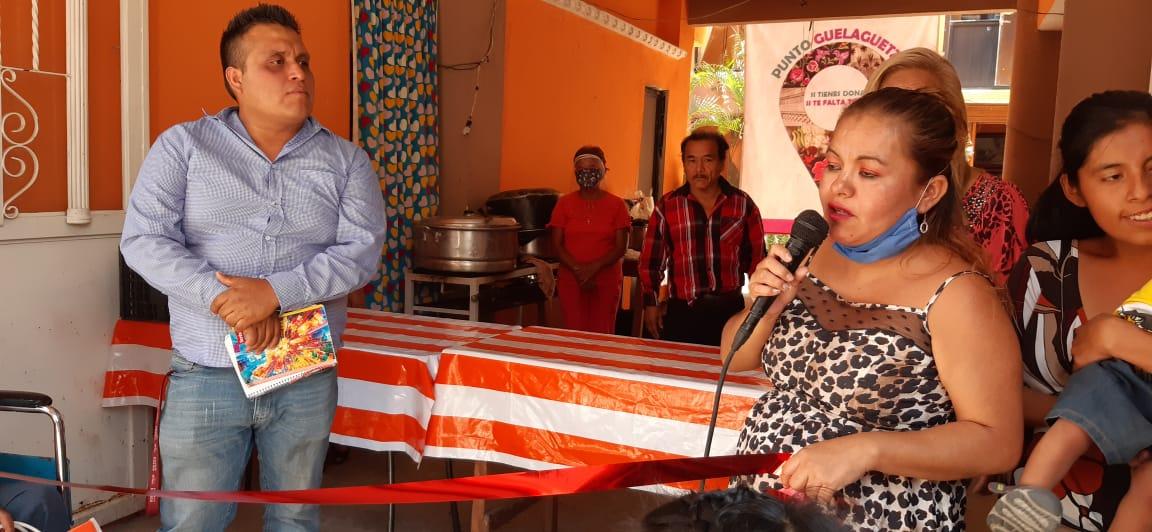 Personas de escasos recursos se benefician con alimentos gratuitos en Huajuapan